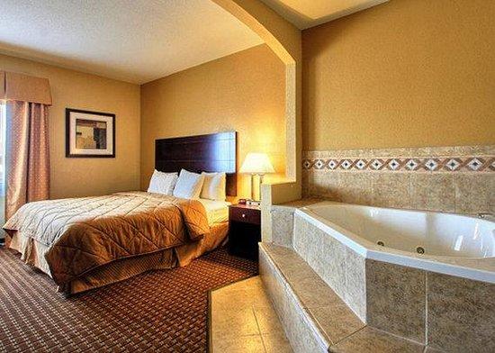 Comfort Inn: Whirlpool Suite