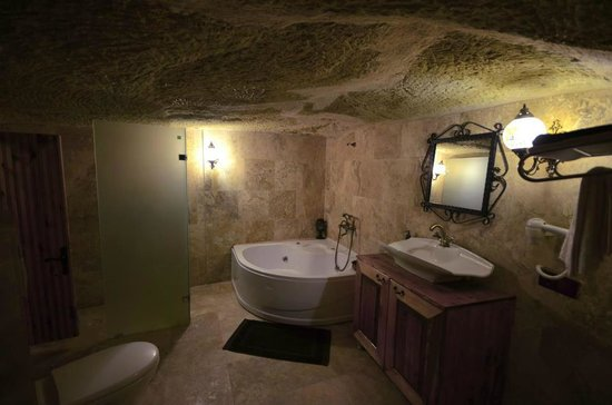 Castle Inn:                   bathroom