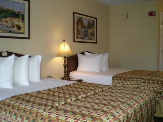 Howard Johnson Evansville East: Guest Room