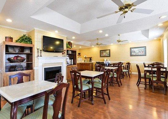 Quality Inn Oak Ridge : breakfast