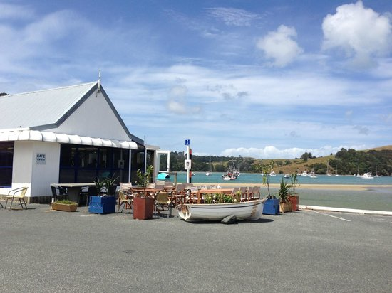 Cafe Sandspit: The outdoor seating of the Cafe