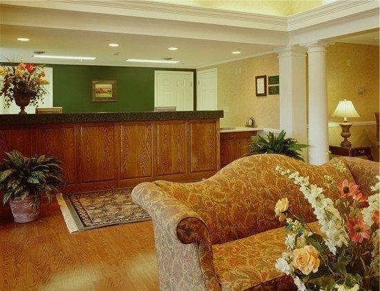 Baymont Inn & Suites Henderson/Oxford: Lobby