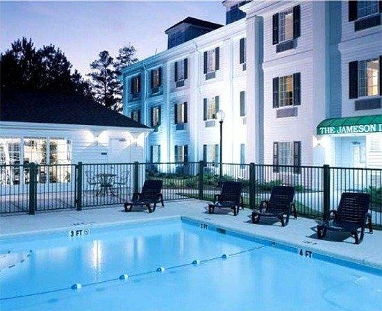 Baymont Inn & Suites Henderson/Oxford: Pool