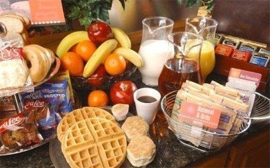Baymont Inn & Suites Henderson Oxford: Breakfast