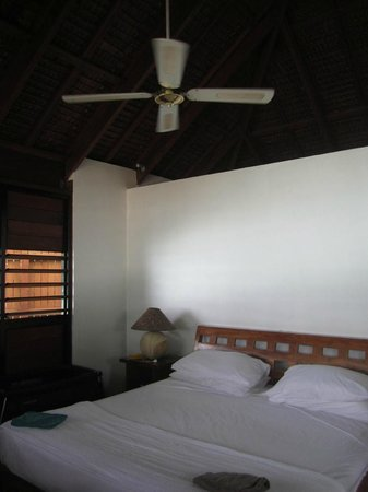 Barrier Beach House:                   room
