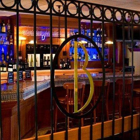 Boulevard Inn: Bistro Bar