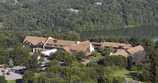 Eagle Ridge Resort & Spa: Eagle Ridge Inn and Lake View