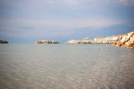 Villino Ermione: Море. Неподалеку от отеля.