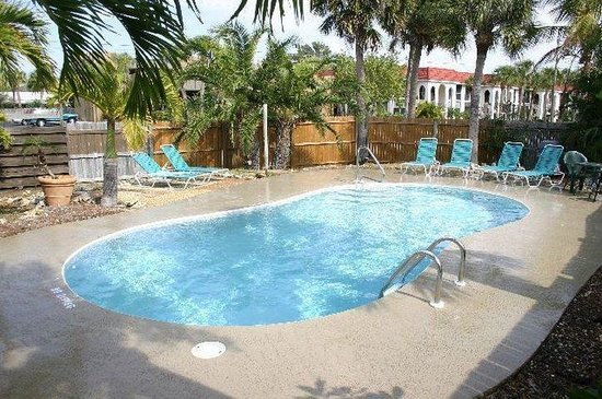 Tropical Breeze Resort: One Of 3 Pools
