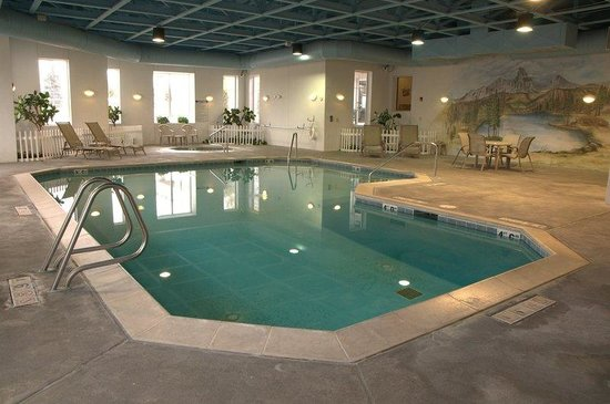Le Ritz Hotel & Suites: Pool Area Open 24/7