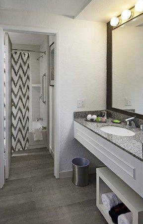 Inn at Venice Beach: Bathroom
