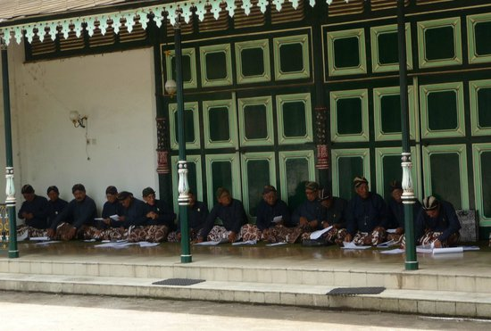 Yogyakarta Palace: Old guards have no work