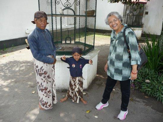 Kraton Yogyakarta: Young boy making in a guard