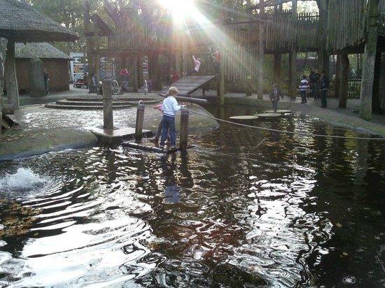 Ouwehands Dierenpark Rhenen:                   Een buitenspeelgelegenheid