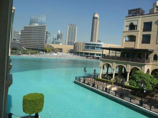 โรงแรมเดอะพาเลสดิโอด์ทาว:                   view over the lake to souk and Dubai Mall