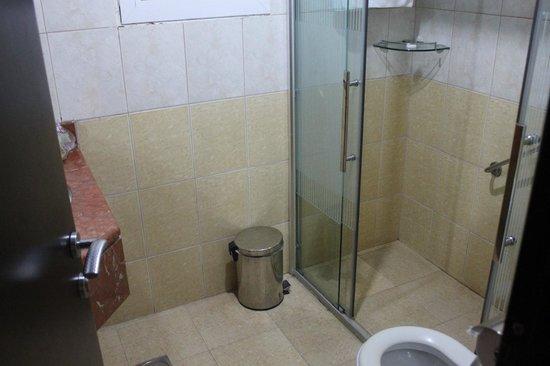 Pangulf Hotel Suites:                   Bathroom