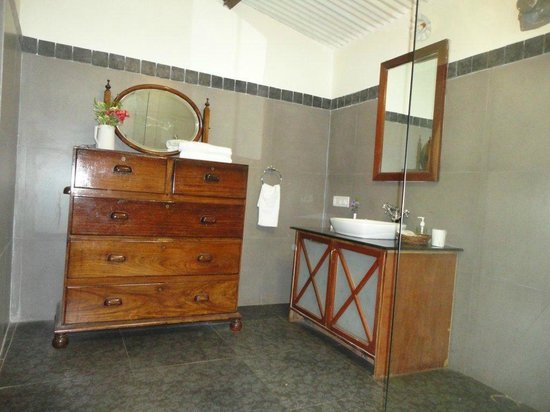 King's Cliff: Deluxe Bathroom