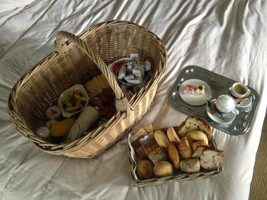 Landgoed Allingastate: The breakfast basket room service