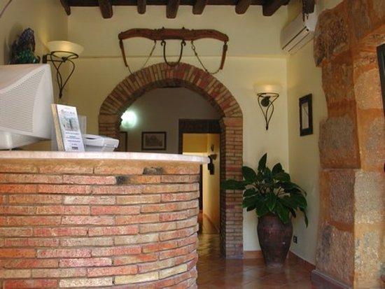 Hotel Antica Foresteria Catalana : Hall