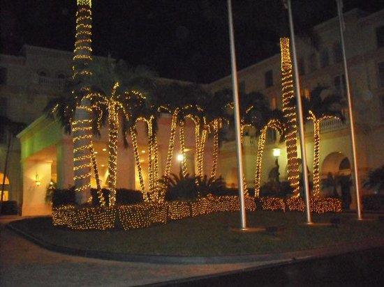 Hilton Naples: Impressive exterior