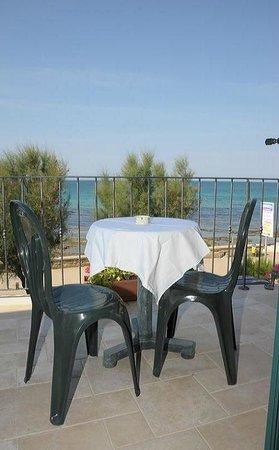 Bed & Breakfast Le Sorgenti: terrazzo  privato camera sul mare
