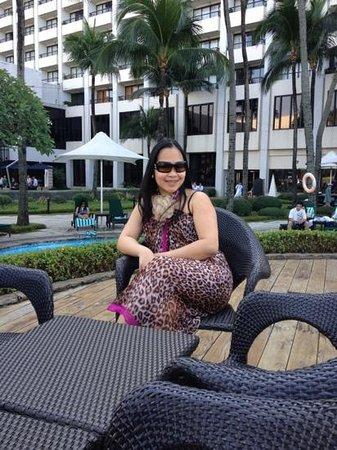 โรงแรมโซฟิเทล ฟิลิปปิน พลาซ่า มะนิลา:                   poolside