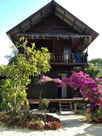 Blue Tribes Garden Beach Resort: bungalow a due piani