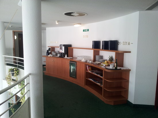 Arena City Hotel Salzburg : free coffee at you're own risk