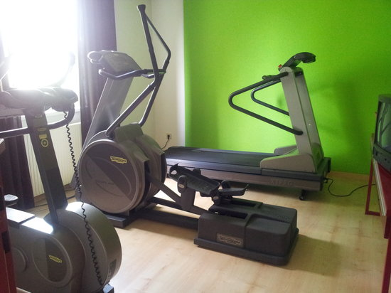 Arena City Hotel Salzburg : a few equipments and a tv don't make a gym