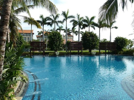 Renaissance Sanya Resort & Spa:                   One of the many pools