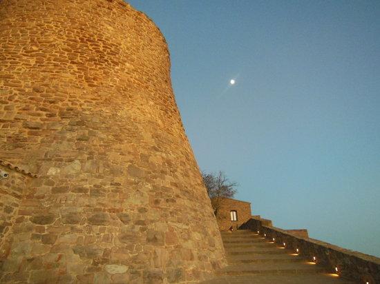 Parador de Cardona: 夕暮れの塔