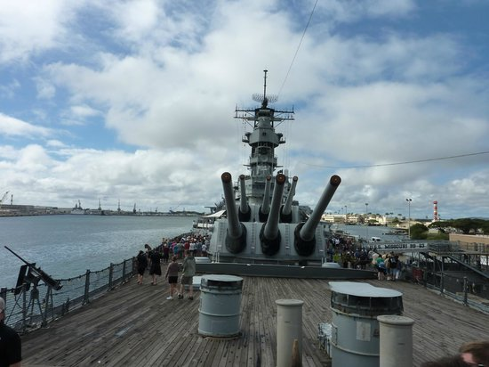 Roberts Hawaii:                   The Mighty Mo (Battleship Missouri)