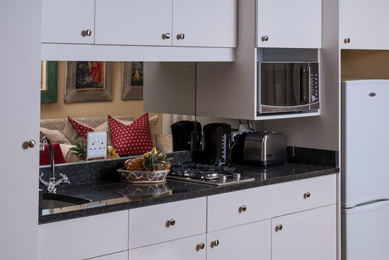 17 on Wellington Suite Hotel: Fully equipped Kitchenette