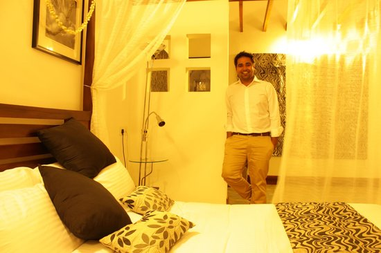 Aanavilasam Luxury Plantation House:                   room