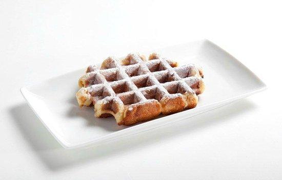 La Fruteria juice bar: Waffle with powder suger
