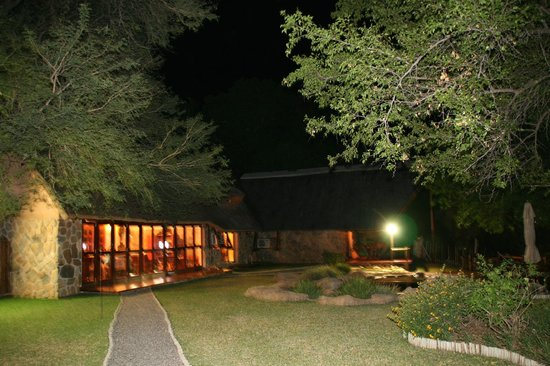 ‪‪Indlovu River Lodge‬: Kambaku at night‬