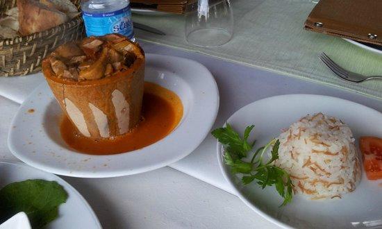 Manzara Restaurant:                   Testi Kebab / Lammragout im Tontopf