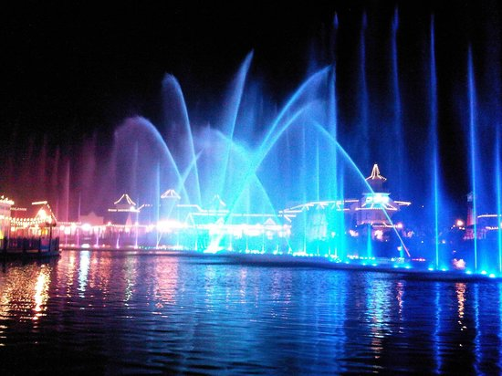The Boardwalk Hotel:                   Spectacular nightly water show