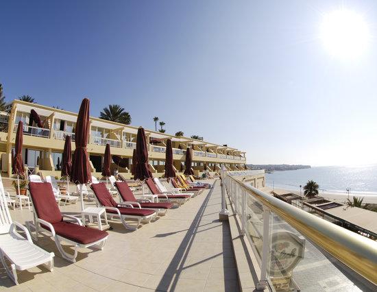 Atlantic Beach Club: Sonnenterasse mit Blick über Strand und Meer!