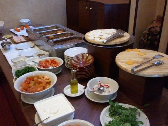 The Mayflower Hotel: Breakfast Spread