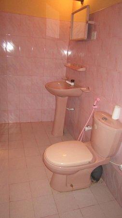 Drifters Hotel and Beach Restaurant: Bathroom