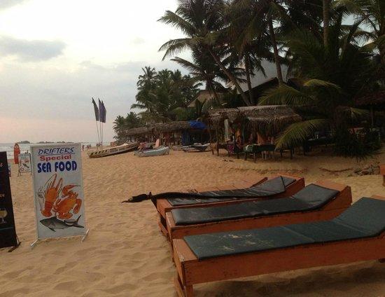 Drifters Hotel and Beach Restaurant: Beach view from Drifters
