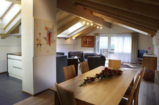 Haus Esplanade : Wohnraum mit Essplatz 4 Zimmer Wohnung Esplanade