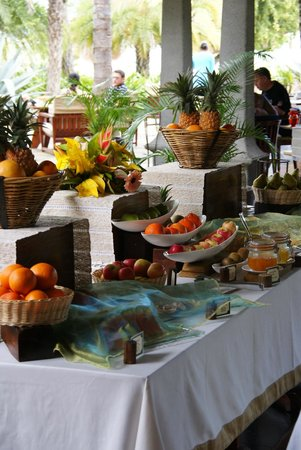 Maradiva Villas Resort and Spa:                   Great selection of fresh fruit and lots more for breakfast.