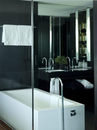 Altis Belém Hotel & Spa: Interior Casa de banho Quarto