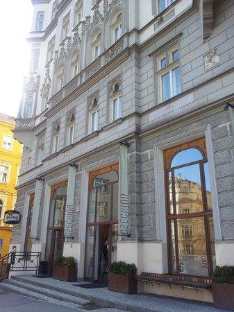 Czech Inn: Exterior