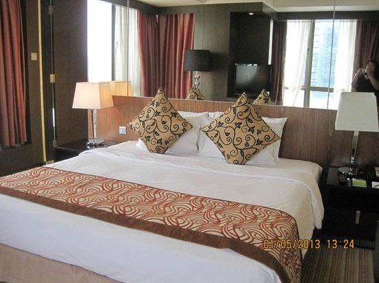 Peninsula Excelsior Hotel: bed sheets were changed everyday