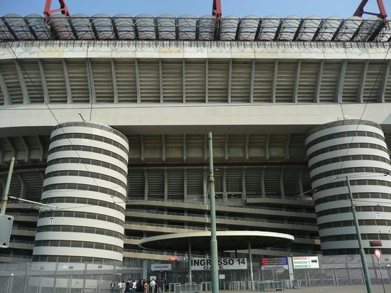 Stadio Giuseppe Meazza (San Siro): Stadium from outside