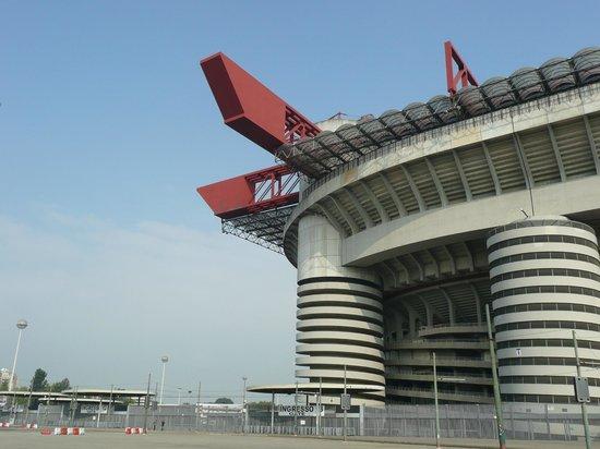 Stadio Giuseppe Meazza (San Siro): Stadium from outside