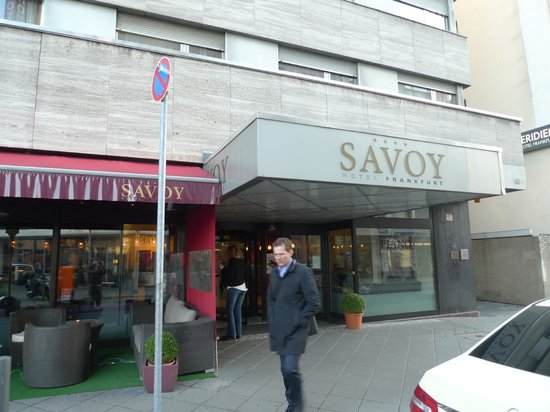 Savoy Hotel Frankfurt: The Entrance